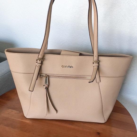 6e0fda308c Calvin Klein Handbags - Calvin Klein Saffiano Leather tote bag